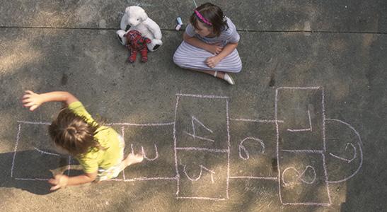 Per dag heeft je kind minimaal 1 uur matige tot intensieve beweging nodig. Maar meer bewegen is altijd beter!